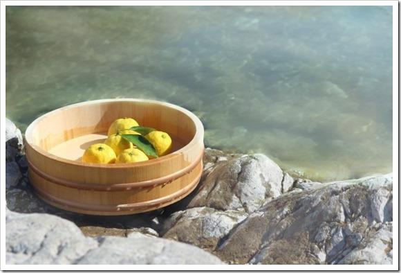 冬至にはゆず湯に入って縁起の良い物を食べよう。